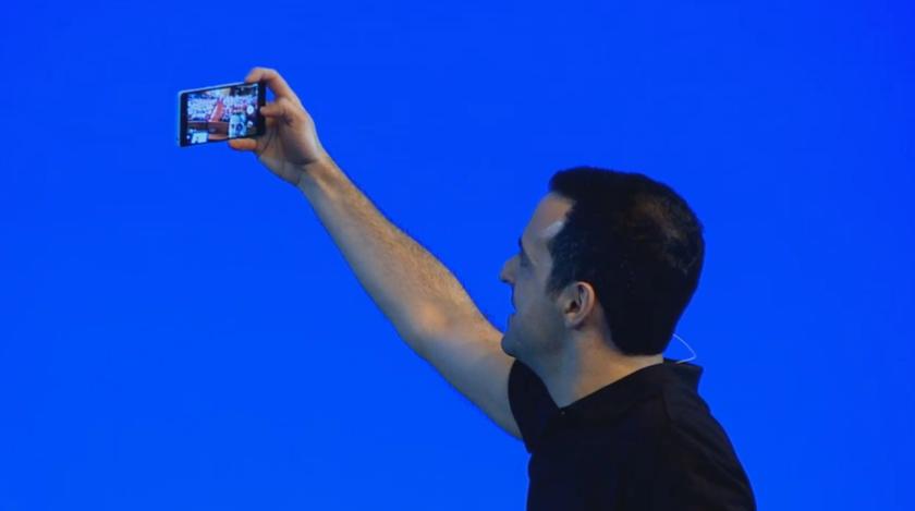 Hugo Barra taking a group selfie with the Mi4i's rear camera. Screenshot courtesy of Mi.