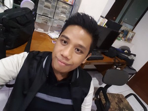A Selfie by Selfie Master Mark Macanas of Techpinas.com taken by the front camera