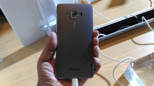Asus-ZenFone-3-Deluxe-03