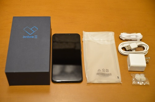 The Packaging Of ZenFone 5 Is No Different From Its Predecessor 4 It Includes Phone A Pair Earphones Type C USB Cable
